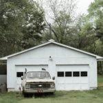 Garaż blaszany czy garaż betonowy - na który się zdecydować?