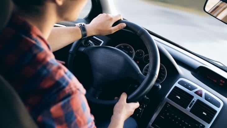 podróż-samochodem-z-dzieckiem-o-czym-należy-pamiętać-i-co-zabrać