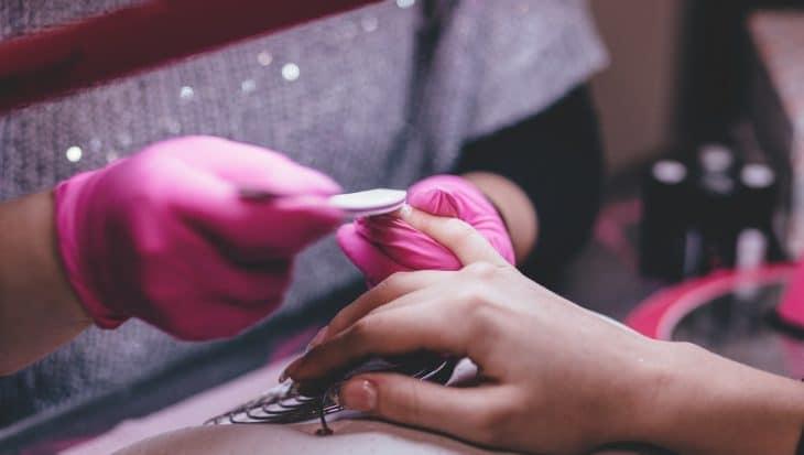 czy-manicure-hybrydowy-jest-bezpieczny