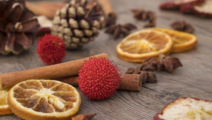 pomarańcza, cynamon i szyszki