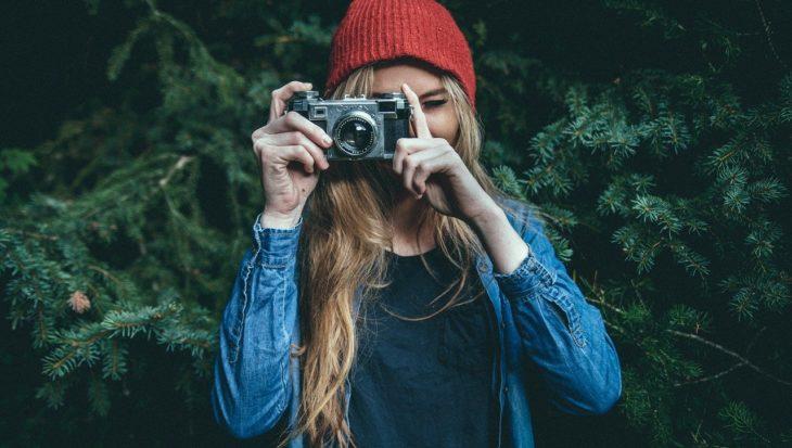 dziewczyna robiąca zdjęcie